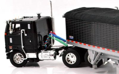 PETERBILT 352 COE w/WILSON GRAIN TRAILER(BLACK)